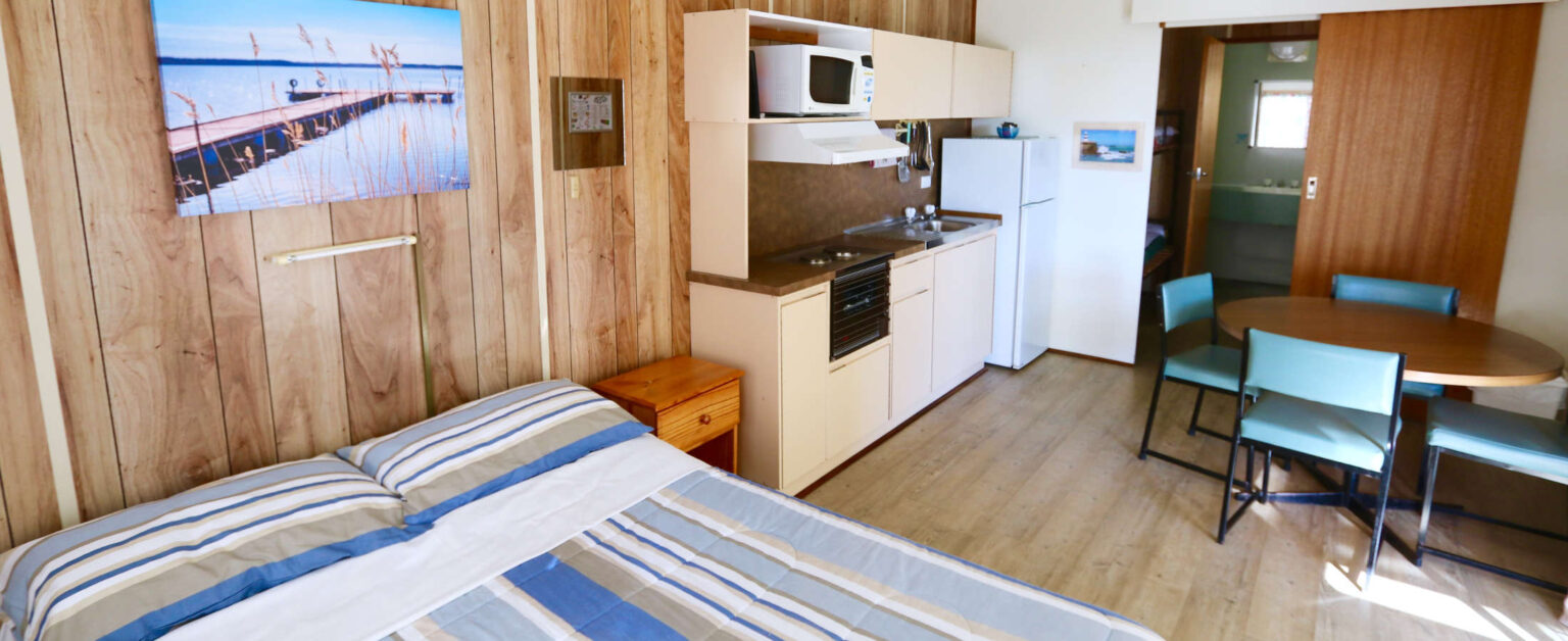 beach-shack-interior-1